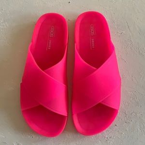 hot pink jelly slide sandals